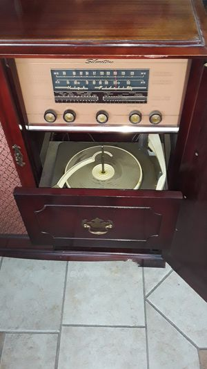 Antique stereo for Sale in Vallejo, CA