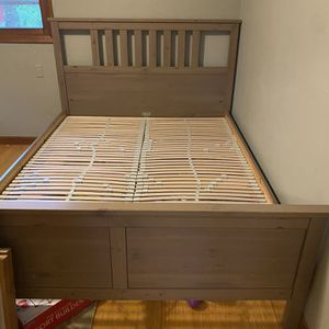 Queen wood bed frame with slats for Sale in Portland, OR