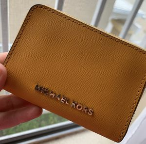 Michael Kors wallet for Sale in Bell Gardens, CA