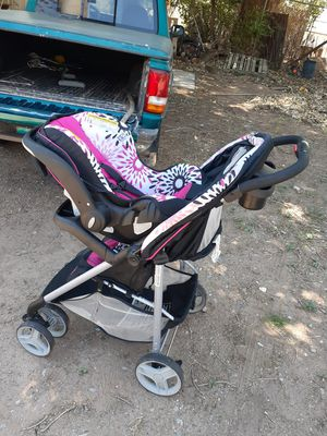 Stroller with carseat and base for Sale in Albuquerque, NM