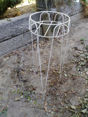 2 flower pot stands for Sale in Fresno, CA