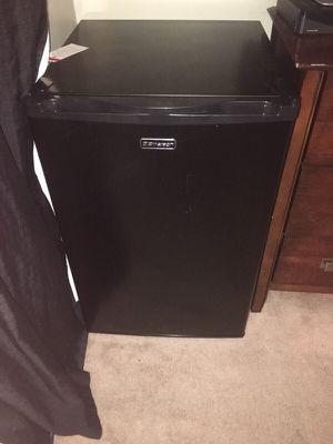 Used mini fridge for Sale in Columbus, OH