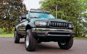 drives excellent 03 Toyota Tacoma for Sale in Tampa, FL