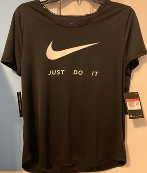 NWT Nike running dri fit women's short sleeve shirt Large for Sale in Trussville, AL