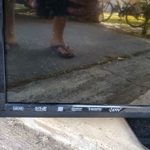 "FREE 42"" VIZIO HDTV DOES NOT TURN ON for Sale in Tampa, FL"