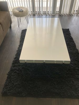 White wood/ glass coffee table for Sale in Miami, FL