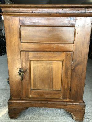 Vintage / Antique Refrigerator/ Ice Box for Sale in Mystic Islands, NJ