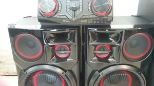 LG 3500 watts Bluetooth and Karaoke stereo for Sale in Dallas, TX