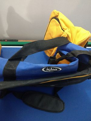 ***Igloo duffle bag*** for Sale in Aurora, CO