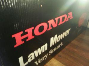 Honda self propelled lawn mower for Sale in Seattle, WA