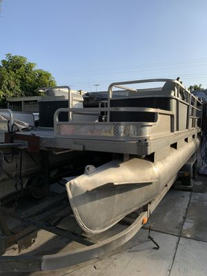 Suntracker party boat pontoon for Sale in Pico Rivera, CA