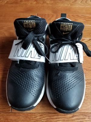 Nike Team Hustle D8 Size 4.5Y for Sale in Springfield, VA