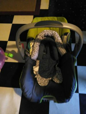 Infant car seat with insert for Sale in Jacksonville, AR