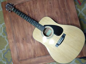 Yamaha Solid Top Acoustic Guitar, would be a great holiday or Christmas gift for Sale in Mesa, AZ