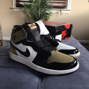 Jordan 1 top 3 gold men's size 11 for Sale in Warren, MI