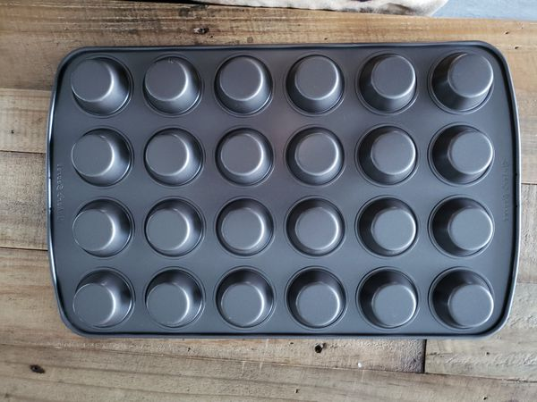 Bakers Secret Mini Muffin Pan 24