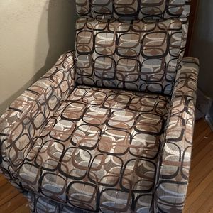 Free Couches And Chair For Pick Up for Sale in Tampa, FL
