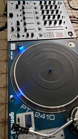 Pioneer Djm 600 Mixer and 2 GEMINI PT 2410 Special Edition Turntables. for Sale in Chula Vista,  CA
