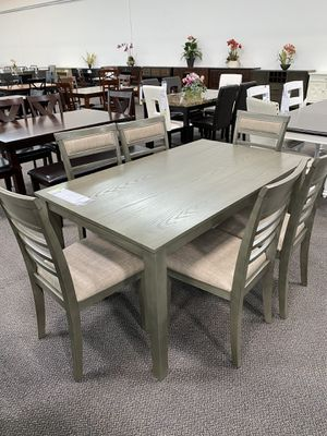 CASUAL DINING TABLE WITH CHAIRS for Sale in Pomona, CA