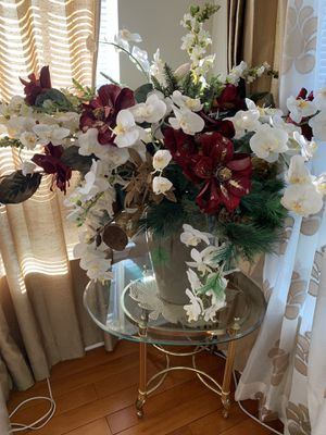 decorative flowers and vase for Sale in Lawrence Township, NJ