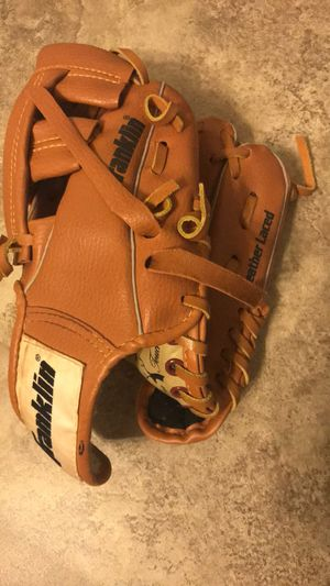 """Boys' Franklin size 9 1/2"""" leather baseball glove (needs a tie as shown) for Sale in Phoenix, AZ"""