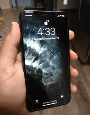 T-Mobile iPhone 11Pro Max 64gb (Midnight Green) for Sale in Fresno, CA