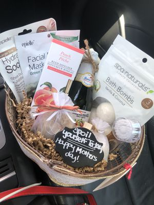 Mother's Day Gift Basket for Sale in Orlando, FL