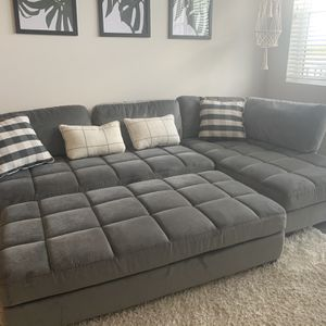 Grey Couch 900 for Sale in Delray Beach, FL