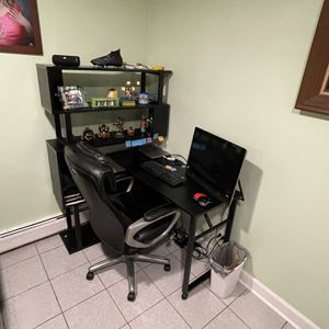Desk with hutch for Sale in Bellwood, IL
