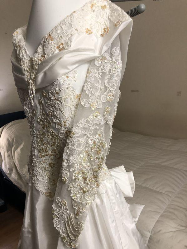 Wedding dress (prof. cleaned)