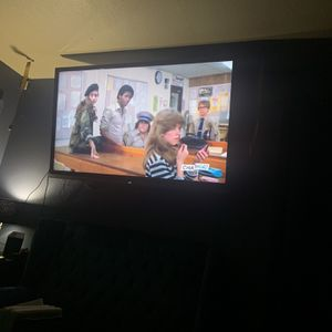 Huge n heavy flat screen tv 75 inch sharp not smart led $500 OBO No Lowballing for Sale in Fresno, CA