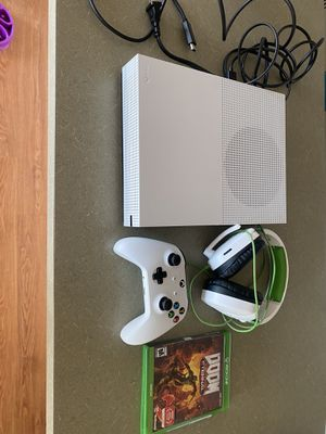 Xbox 1s controller headset one physical game multiple downloaded games for Sale in Denver, CO