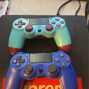 2 PS4 Controllers for Sale in Big Bear, CA