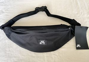 Nike SB FANNY PACK for Sale in San Diego, CA