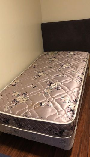 Twin bed with headboard for Sale in San Jose, CA