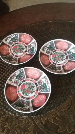3 BEAUTIFUL SMALLS PLATES WITH NICE COLORS for Sale in Alexandria, VA