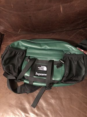Supreme north face waist bag for Sale in San Antonio, TX