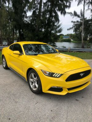 2017 Ford Mustang for Sale in Hialeah, FL