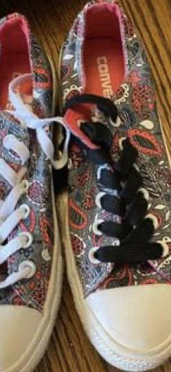 Women's Converse Shoes Size 8 for Sale in Powder Springs,  GA