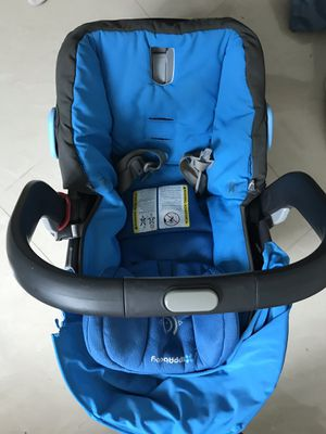 UPPAbaby car seat for babies - blue color for Sale in Miami, FL
