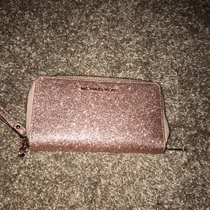 Michael Kors Wristlet Wallet 35$ Brand New for Sale in Springdale, MD