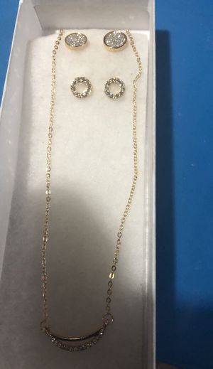 New necklace and 2 pairs of earring set for Sale in Tacoma, WA