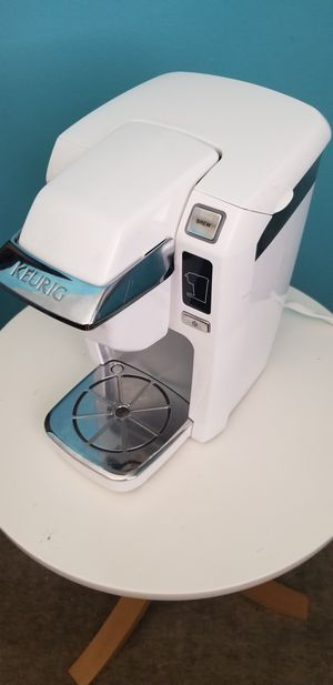 Full size white Keurig Coffee Maker for Sale in Chatham, NJ