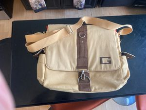 Guess Messenger Bag for Sale in Los Angeles, CA