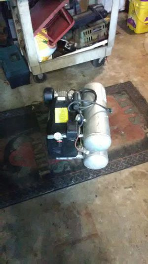 Prime source 4 gallon air compressor for Sale in Saint Petersburg, FL