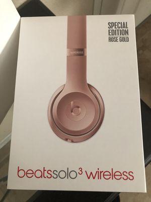 Rose gold Beats solo 3 wireless earphones for Sale in Fairfield, CA