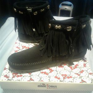 Minnetonka x Hello Kitty fringe boots 8.5 women for Sale in Parma, OH