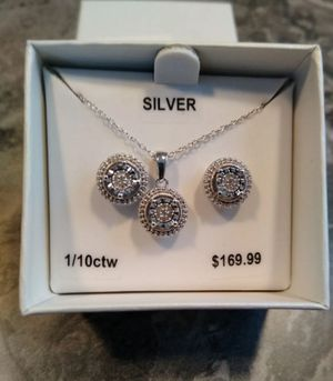 Diamond necklace and earrings set shipping only no pickup for Sale in Apalachicola, FL