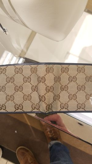 Gucci wallet for Sale in Damascus, MD