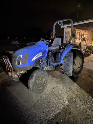 New Holland tractor for Sale in Chesapeake, VA
